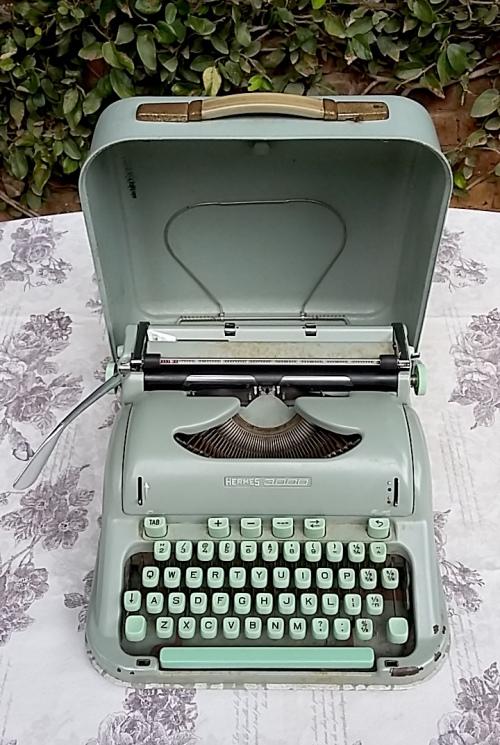 Vintage 1950s Hermes 300 MINT GREEN Portable Typewriter with Original case