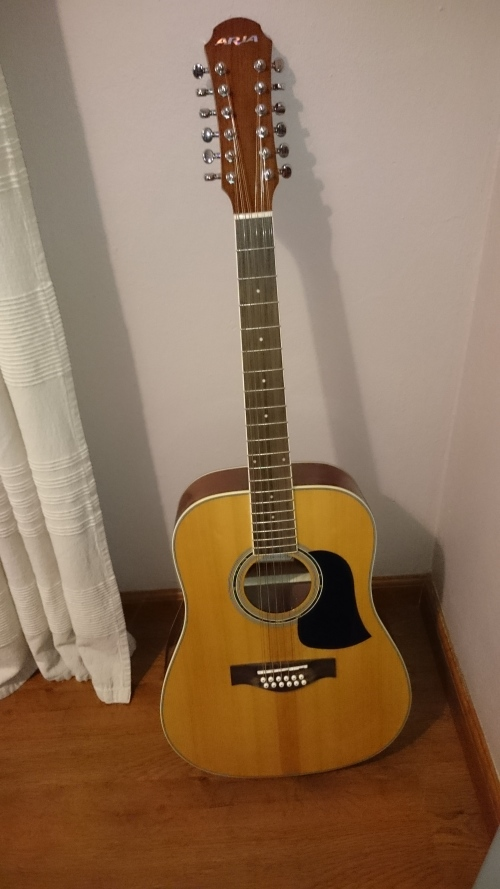acoustic aria 12 string large box acoustic guitar make me a offer was listed for r2. Black Bedroom Furniture Sets. Home Design Ideas