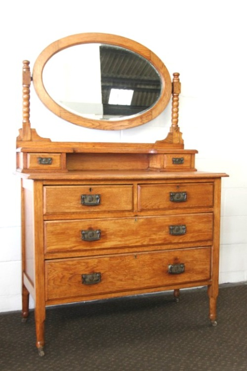 Dressers a magnificent antique solid oak dressing table for Large dressing table with drawers
