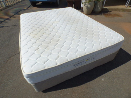 Beds An Awesome Queen Size Serta Pedic Bed Mattress And Base Set In Good Condition Was