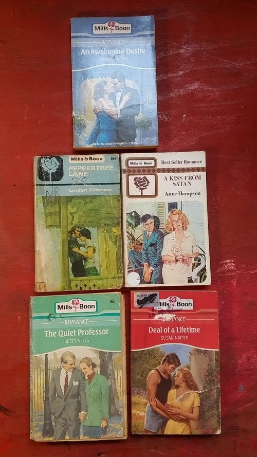MILLS AND BOON : SET OF 5 MIXED AUTHORS ROMANCE NOVELS