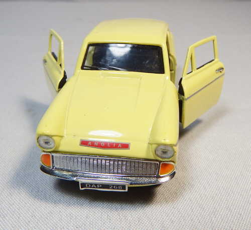 Saico 1/32 Model Ford Anglia