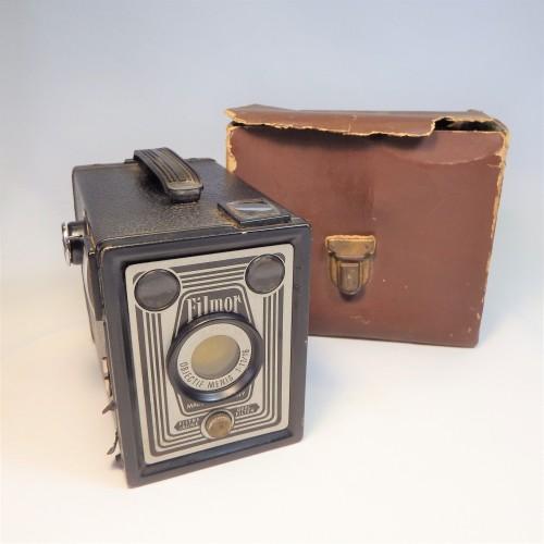 FILMOR (Brownie type) Box camera - 1955 - Very scarce - Damaged case