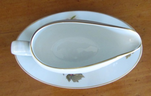 ROYAL WORCESTER EVESHAM GRAVY BOATu003d2  Piecesu003dFRUITu003dAPPLES,BERRIES,MEALIES,CORNu003dOVEN TO TABLE WARE.