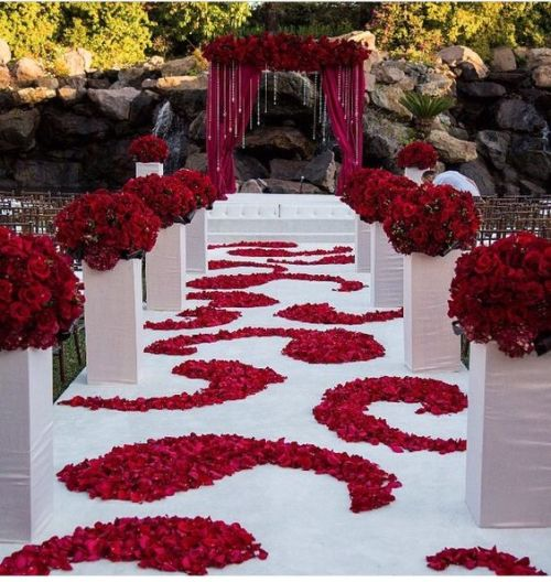 October Outdoor Wedding Ideas: FAUX ROSE RED POMANDER / KISSING