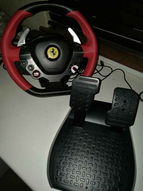racing wheels seats thrustmaster ferrari 458 spider. Black Bedroom Furniture Sets. Home Design Ideas