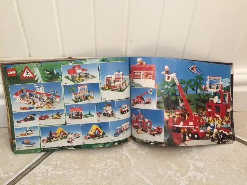 LEGO Sets - Original LEGO 1990 Catalogue - features LEGO city, space