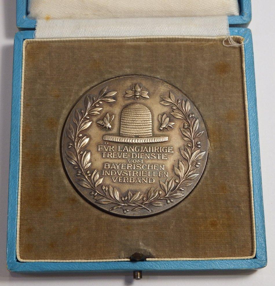 Long Service medallion issued by Bayerischen Industriellen Verbandes ( Industrial Corporation Bayern
