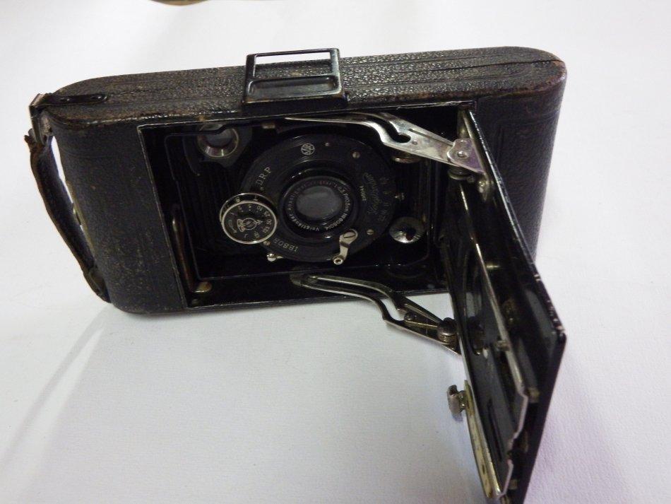 Antique Voigtlander IBSOR folding camera - 1:6.3 10.5cm lens