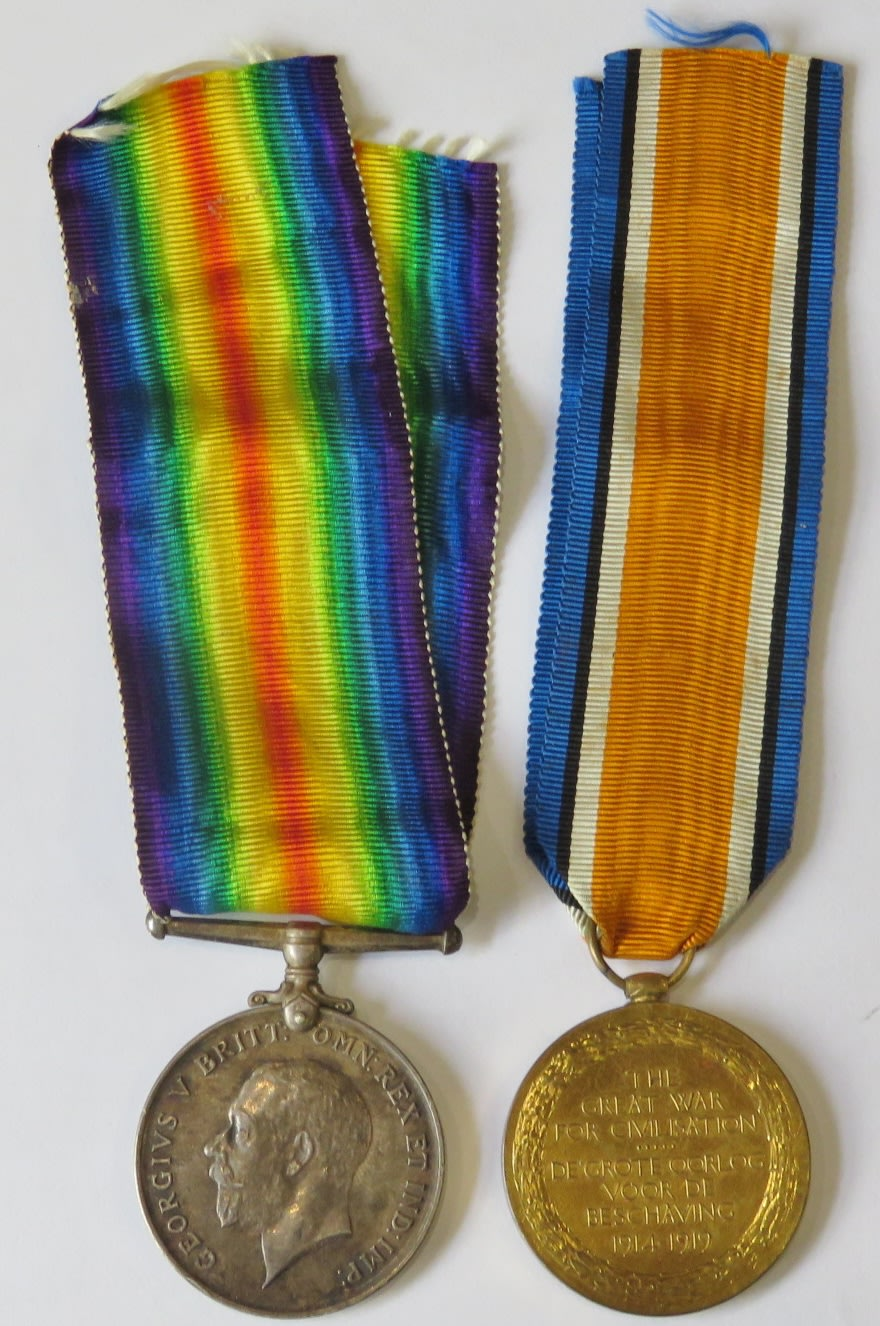 Pair of WW1 medals issued to PTE C de Goede of the 1st S.A.I. - Excellent condition