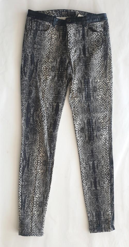 a6f86938 Pants & Leggings - PRINTED ZARA SKINNY LEG PANTS! was listed for ...