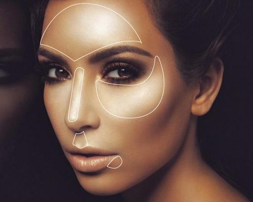 Kim Kardashian highligted look